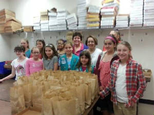 lfbeaster14snackpacksgirlscouts41414.jpg